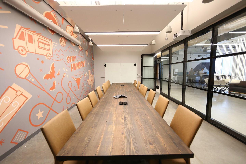 Austin conference rooms Salle de réunion Galavanize -Austin - Conference Room image 5