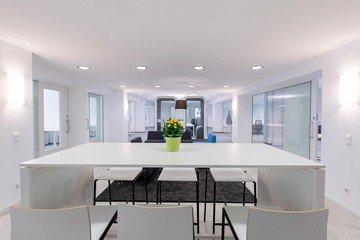 Munich  Espace de Coworking Hochwertiger und funktionaler Meetingraum bei WorkRepublic image 2