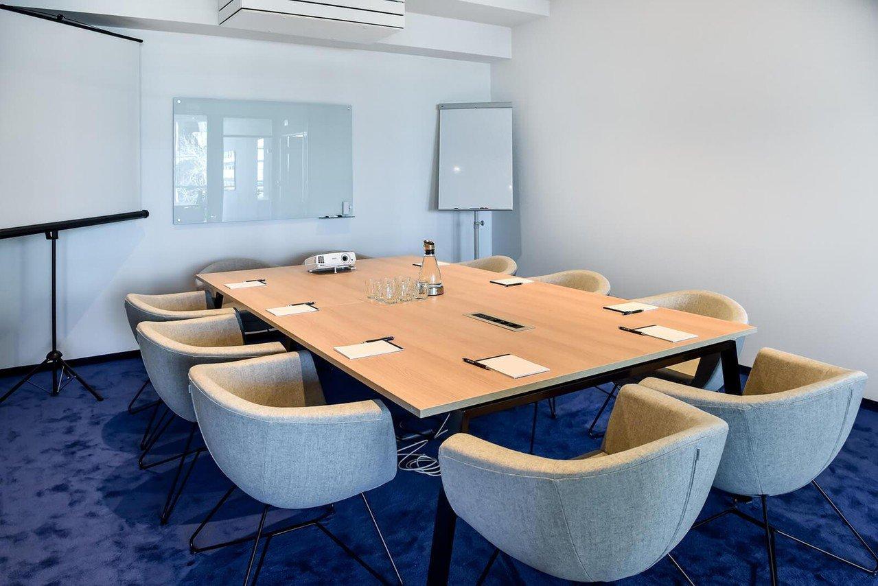 Berlin  Espace de Coworking Hochwertiger und funktionaler Meetingraum bei WorkRepublic image 0