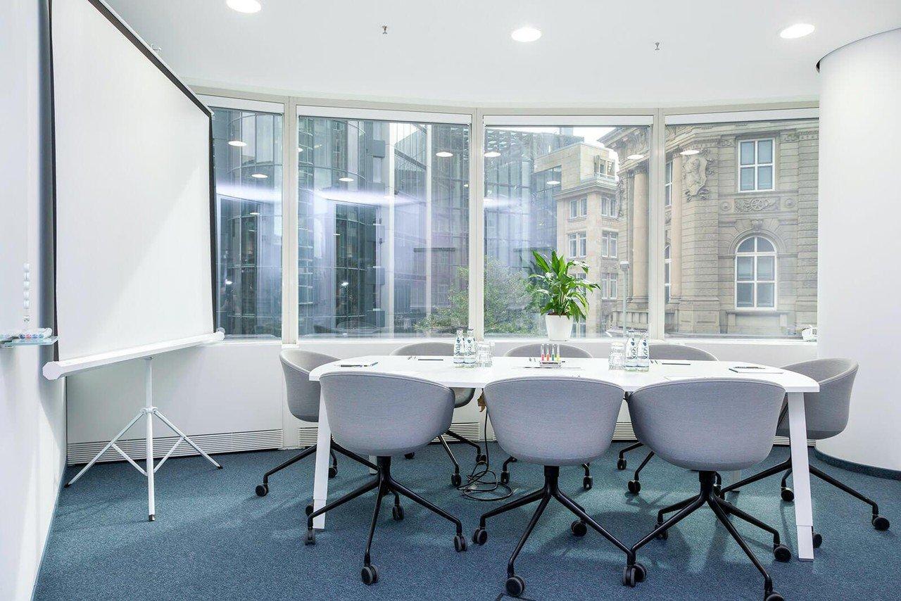 Frankfurt   Hochwertiger und funktionaler Meetingraum bei WorkRepublic image 0