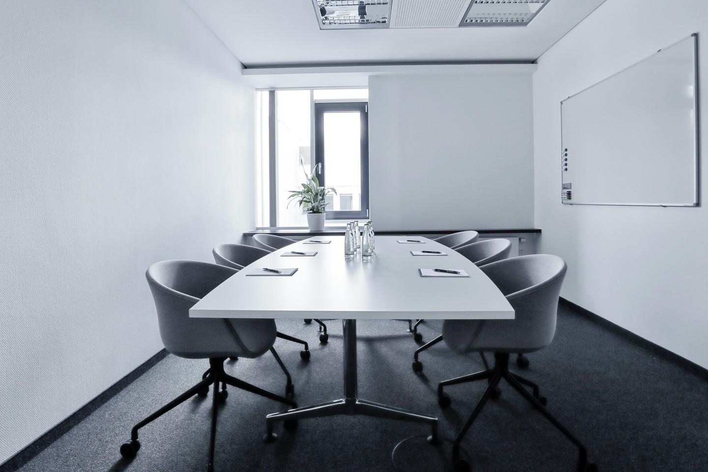 Francfort  Espace de Coworking Hochwertiger und funktionaler Meetingraum bei WorkRepublic image 0