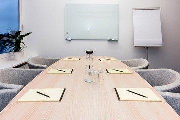Hamburg  Espace de Coworking Hochwertiger und funktionaler Meetingraum bei WorkRepublic image 1
