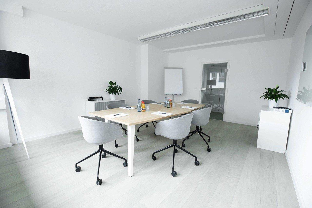 Mannheim  Coworking space Hochwertiger und funktionaler Meetingraum bei WorkRepublic image 0