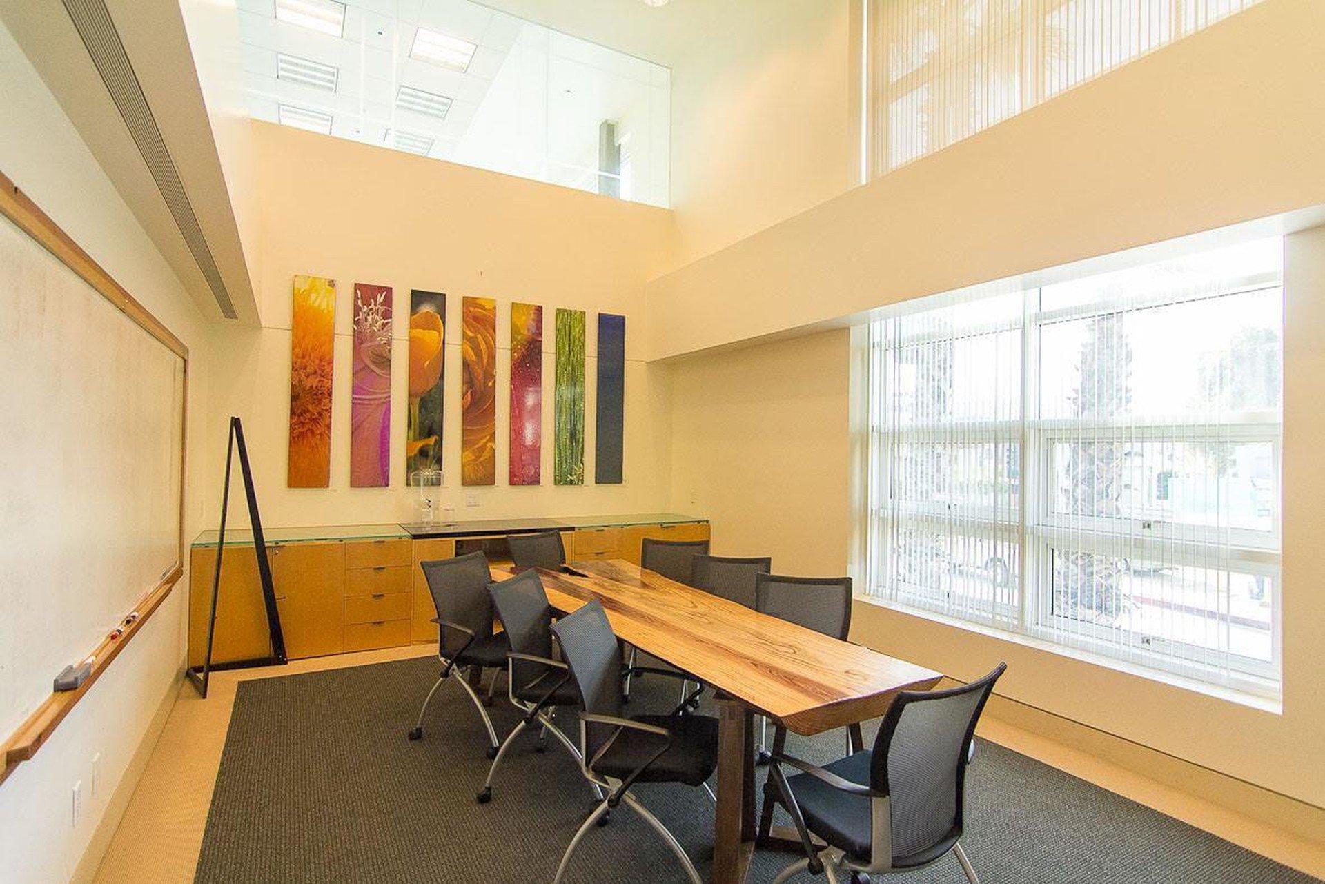 Autres villes conference rooms Salle de réunion Satellite Inc - Conference Room image 1