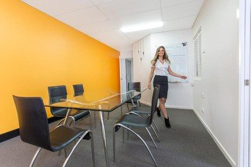 Brisbane conference rooms Meetingraum Scarborough Business Centre - Yellow Meeting Room image 0
