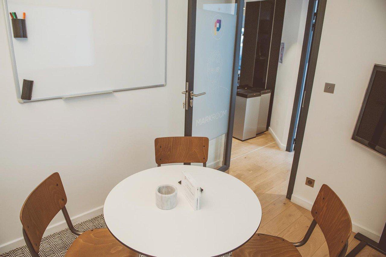 Paris  Meetingraum Salle d'entretien pour 4 personnes près du Palais des Congrès image 1