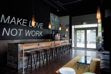 München  Cafe Friendsfactory image 2