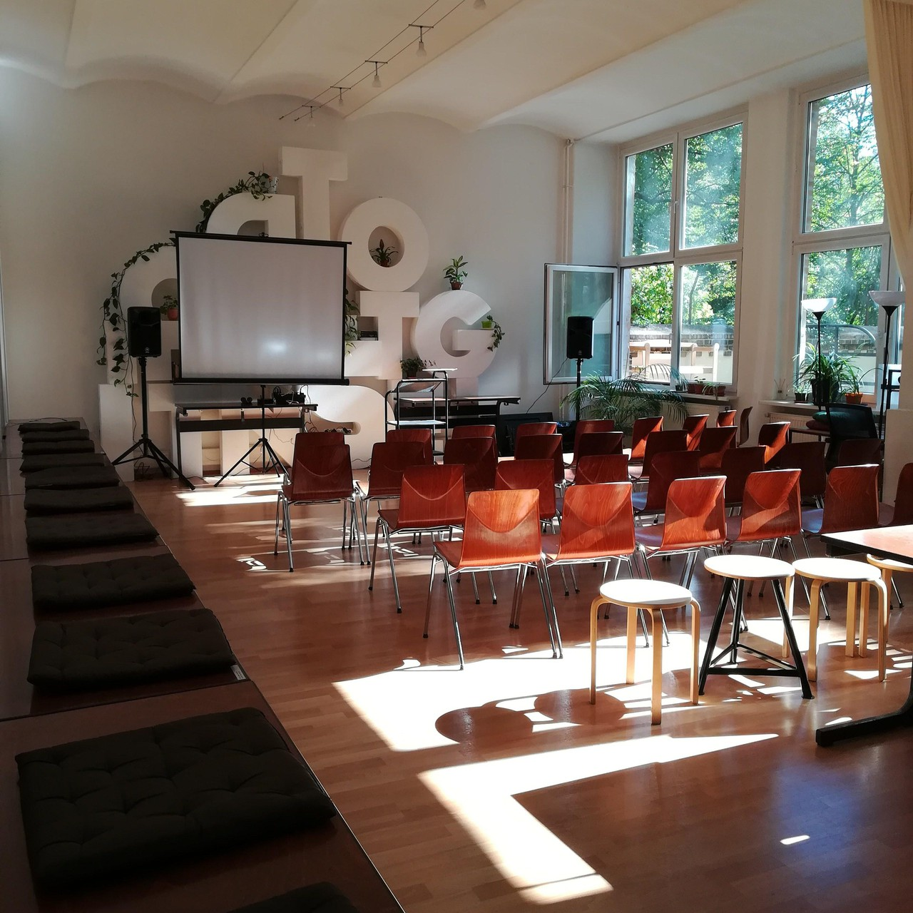 Berlin training rooms Espace de Coworking tuesdaycoworking - Your Event Space for Hire image 6