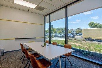 Sunnyvale workshop spaces Meetingraum One Piece Work - Palo Alto Glassed Meeting Room image 2