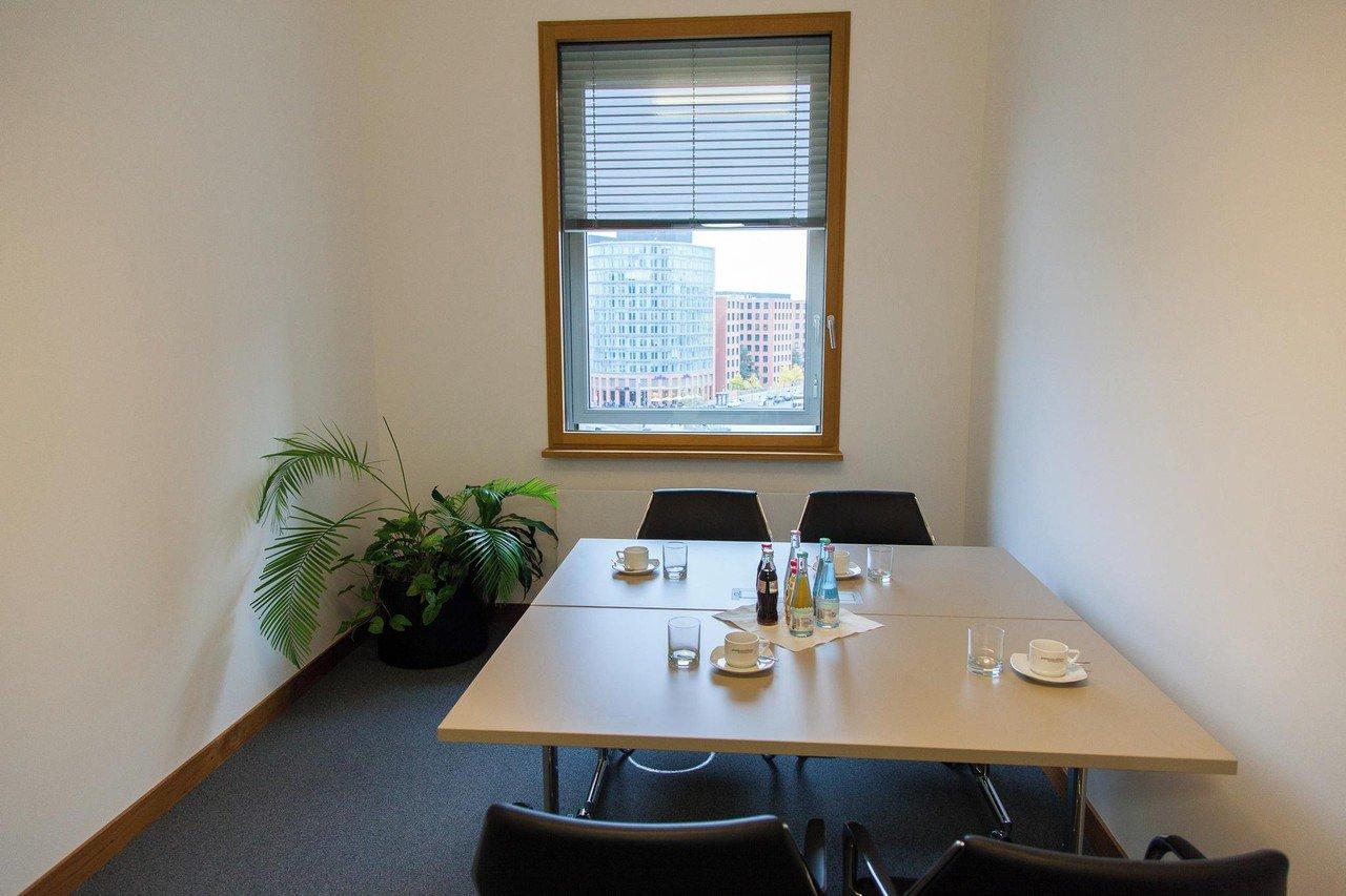 Berlin  Meetingraum PretiumOffices am Potsdamer Platz | Raum Schubert image 0