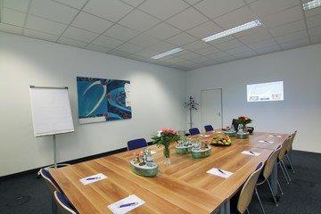 München seminar rooms Meetingraum Dione München Siriusfacilities image 1