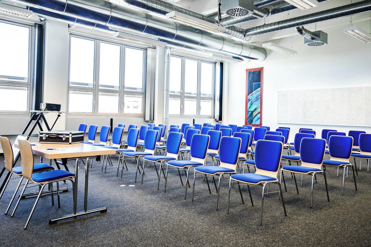 München seminar rooms Meetingraum Dione München Siriusfacilities image 0