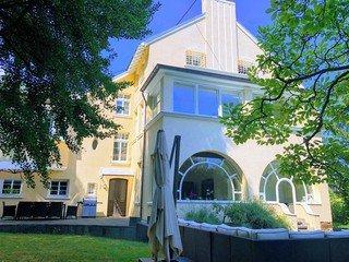 Köln  Historische Gebäude Villa am Rhein image 22