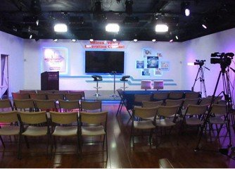 Sunnyvale corporate event venues Lieu Atypique Ding Ding TV Studio image 2