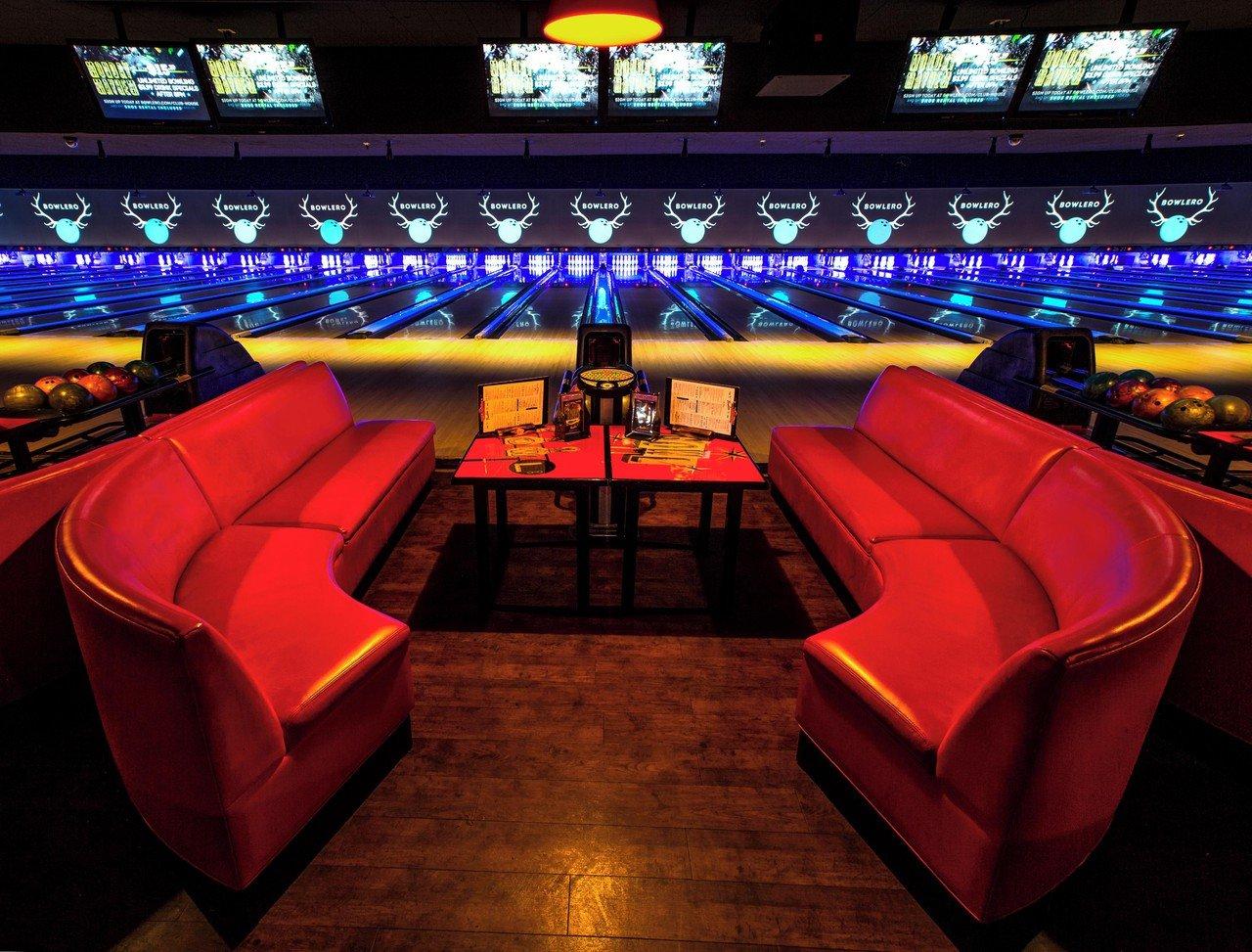 Rest der Welt corporate event venues Partyraum Bowlero Woodlamds #413 (CA) image 0