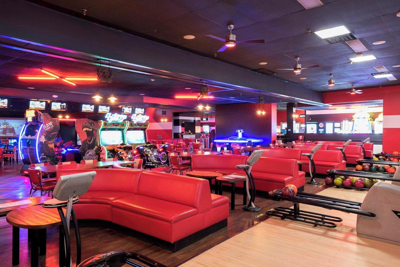 Rest der Welt corporate event venues Partyraum Bowlmor Dallas Lanes 571 CA image 0