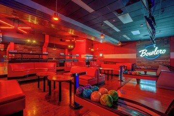 Rest der Welt corporate event venues Partyraum Bowlero  Fresno Lanes 218 CA image 5