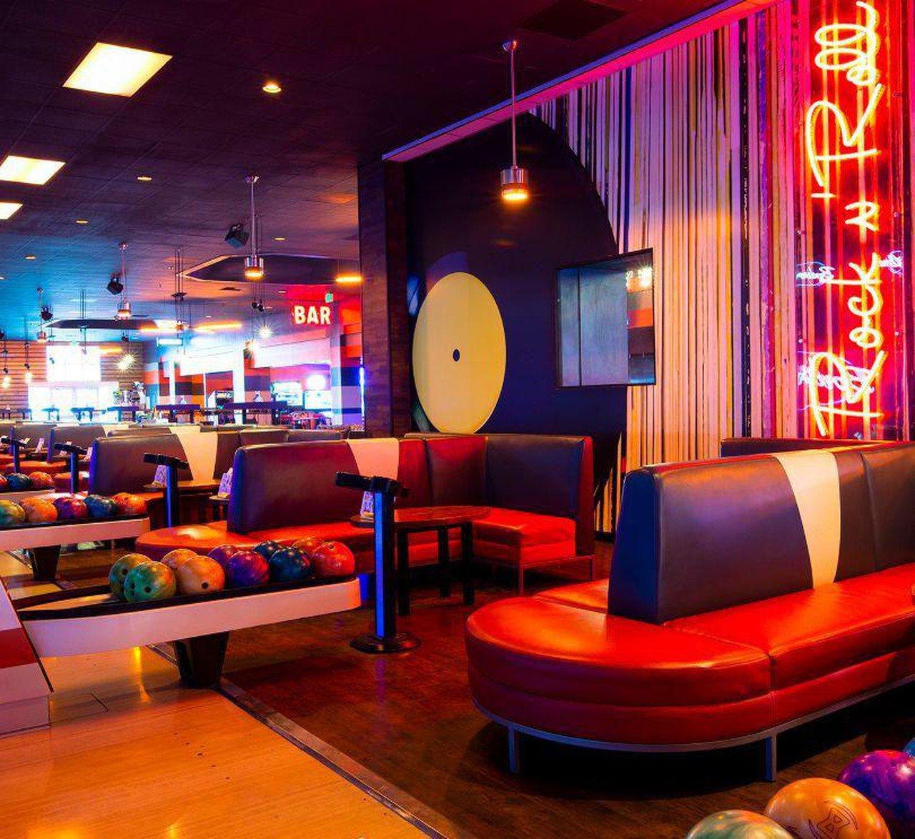 Rest der Welt corporate event venues Partyraum Bowlero Riverside Lanes 267 CA image 0