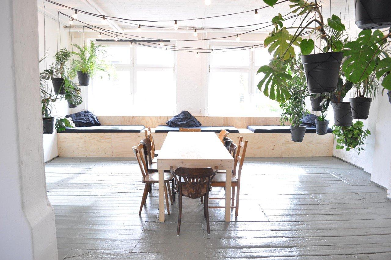 liane mieten in berlin. Black Bedroom Furniture Sets. Home Design Ideas