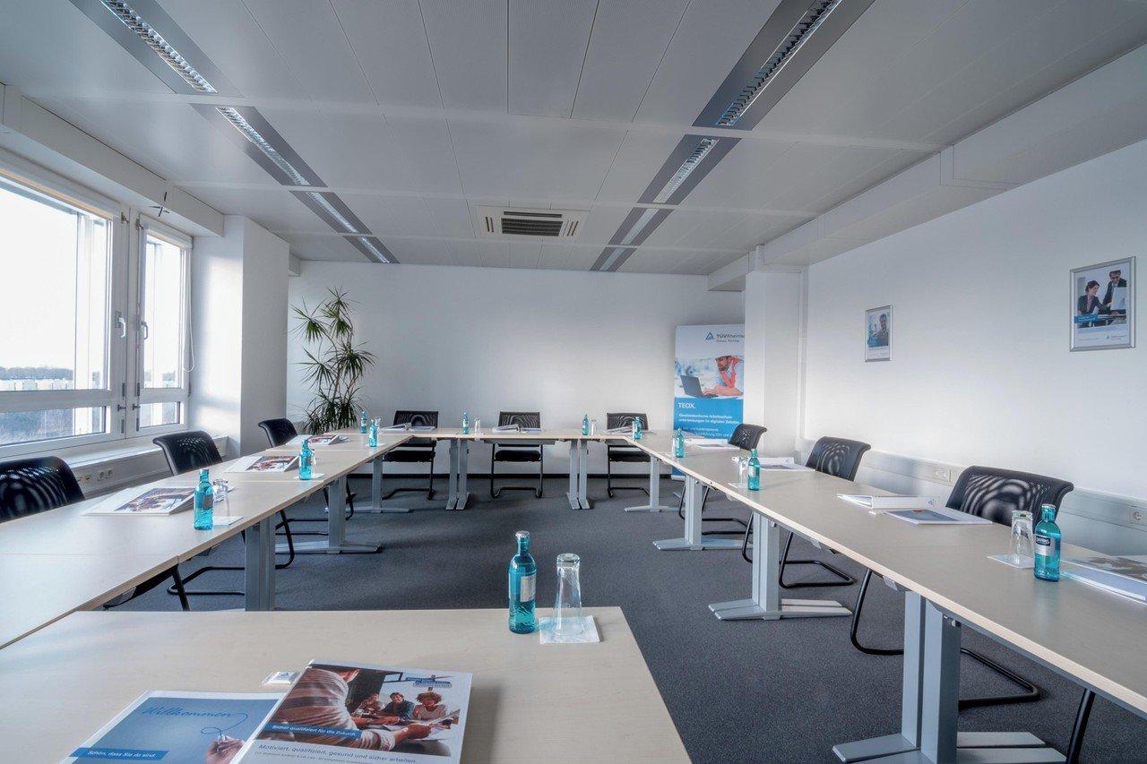 Munich workshop spaces Meeting room TÜV Rheinland Akademie GmbH Raum-Nymphenburg image 1
