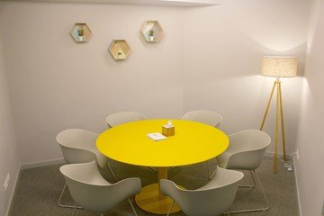 Barcelone  Salle de réunion Hub and in - Yellow Meeting Room image 0
