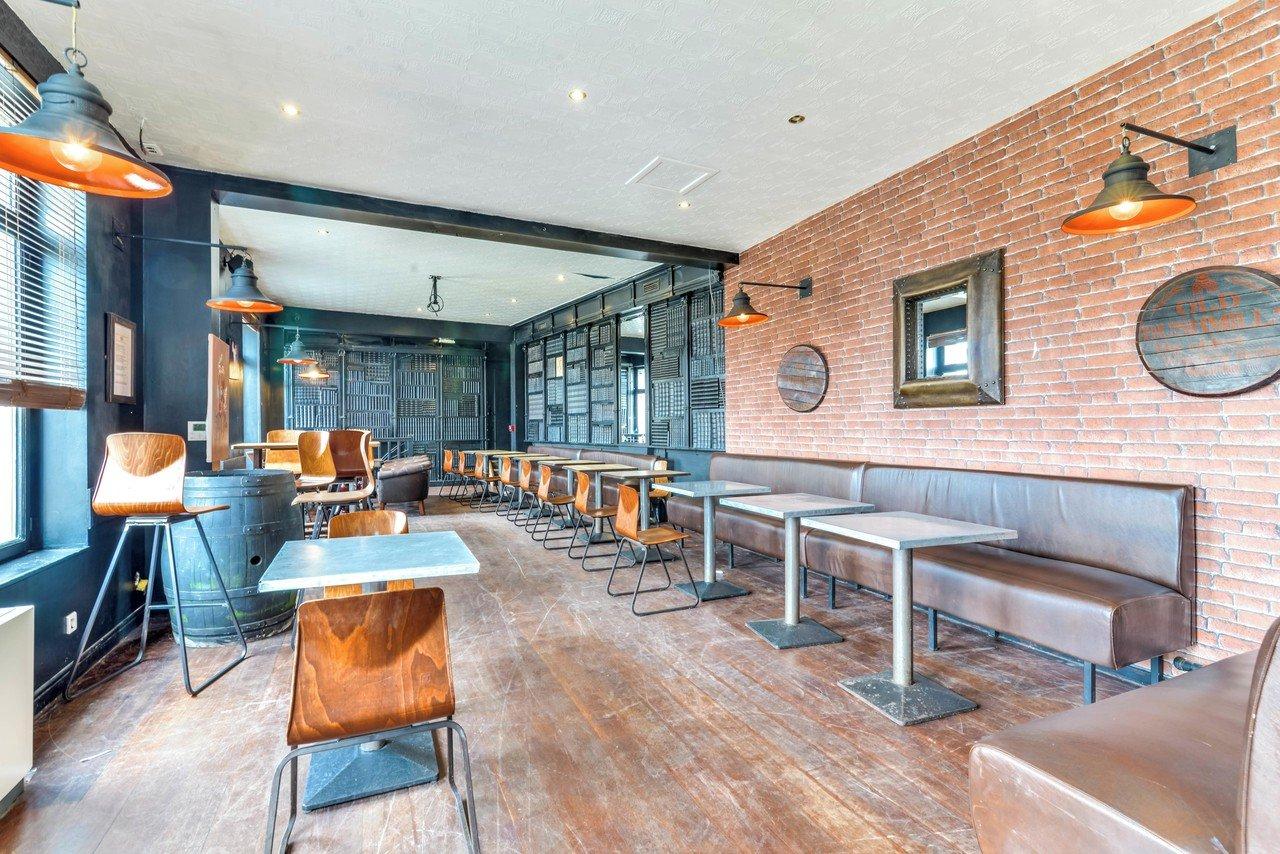 Autres villes corporate event venues Bar Café Oz image 0
