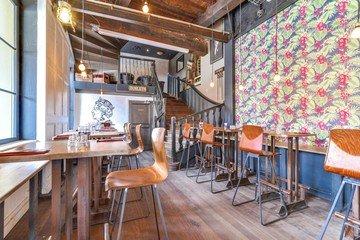 Autres villes corporate event venues Bar Café Oz image 1