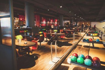 Hamburg corporate event venues Lieu Atypique U.S. FUN Bowling image 3