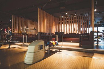 Hamburg corporate event venues Lieu Atypique U.S. FUN Bowling image 1