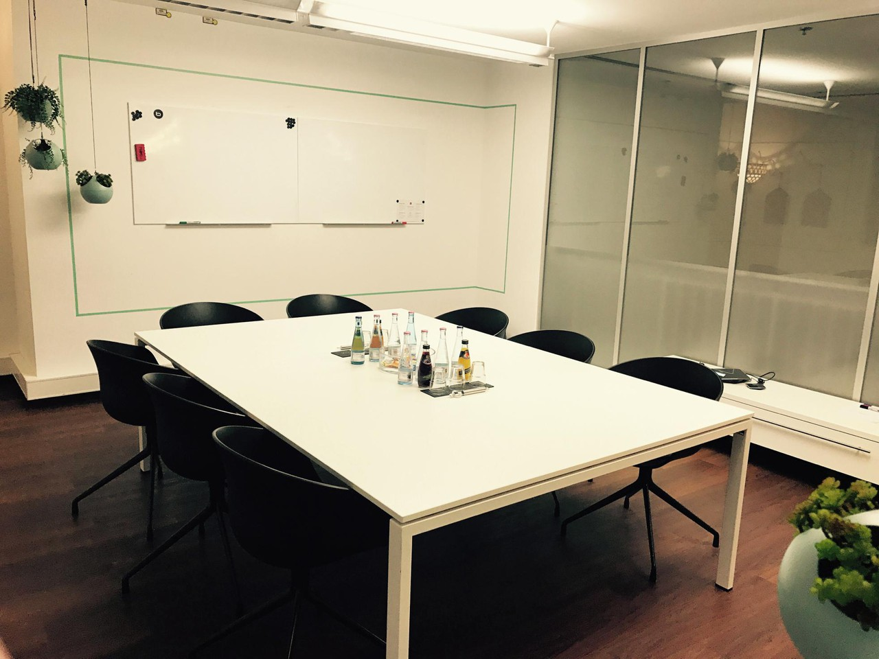 Berlin  Salle de réunion Meetingraum grün image 0