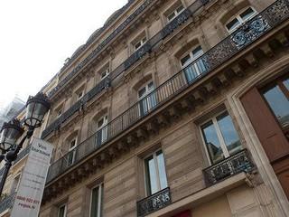 Paris workshop spaces Lieu historique Salle de réunion moderne et lumineuse image 0