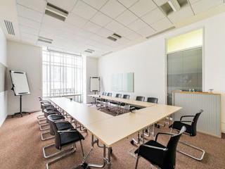 Paris workshop spaces Lieu historique Salle de réunion moderne et lumineuse image 2