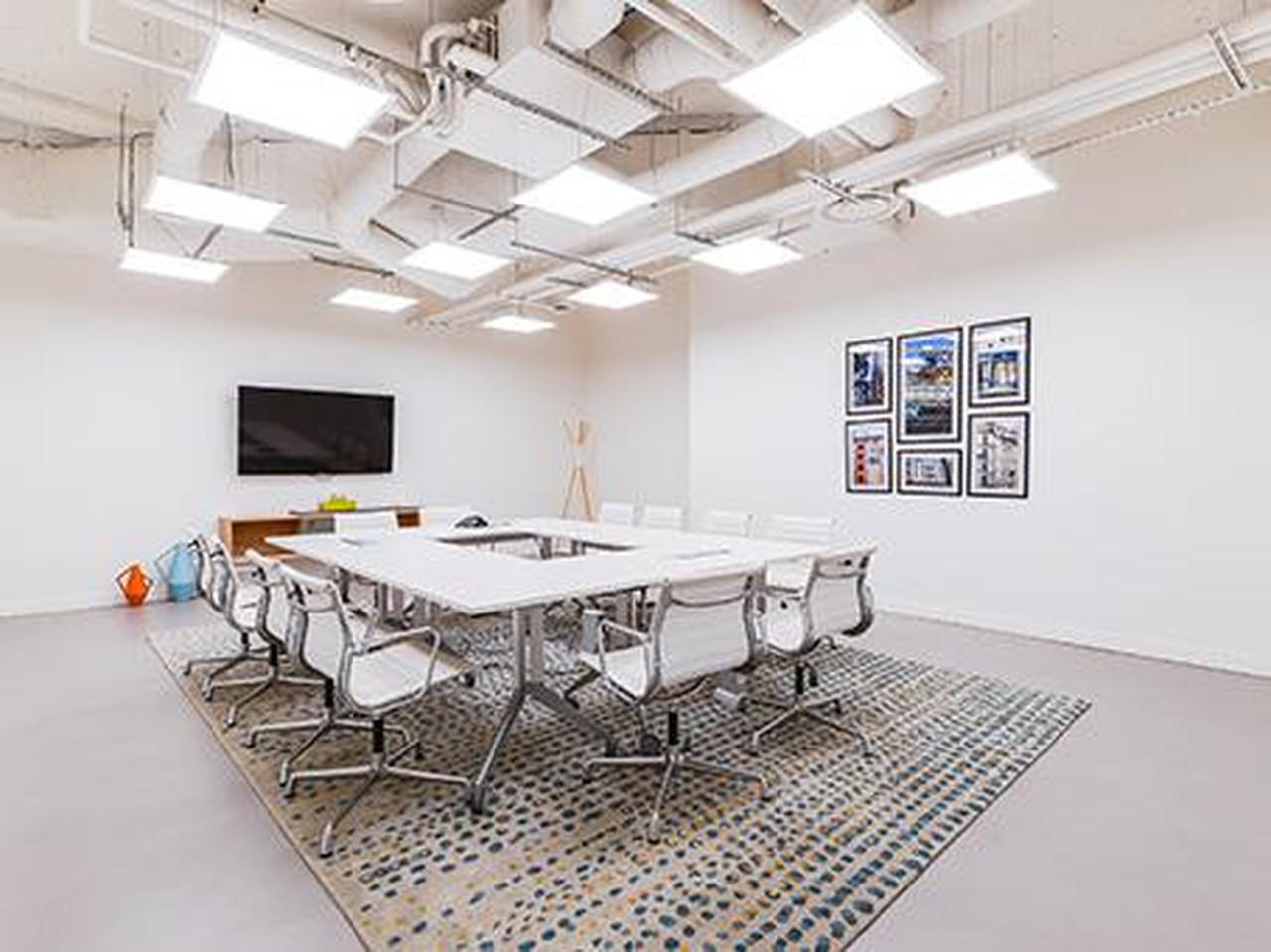 Autres villes conference rooms Salle de réunion Regus PARIS, Spaces Réaumur salle Parisien Libéré image 10