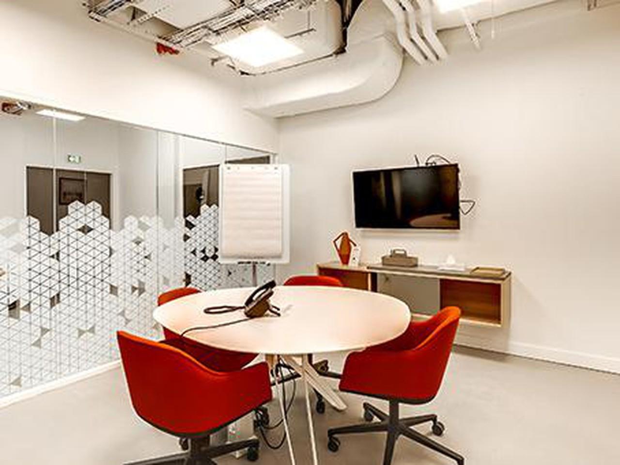 Autres villes workshop spaces Salle de réunion Regus PARIS, Spaces Réaumur salle De Schilde image 0