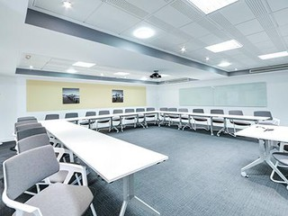 Paris conference rooms Salle de réunion Regus Regus PARIS, Saint Lazare salle Chaumont image 0