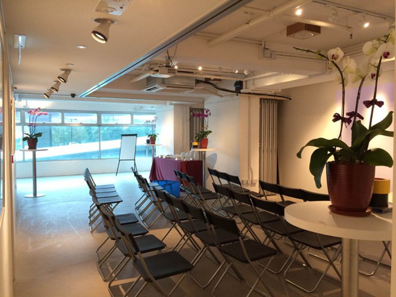 Hong Kong training rooms Espace de Coworking Platform Event Space image 0