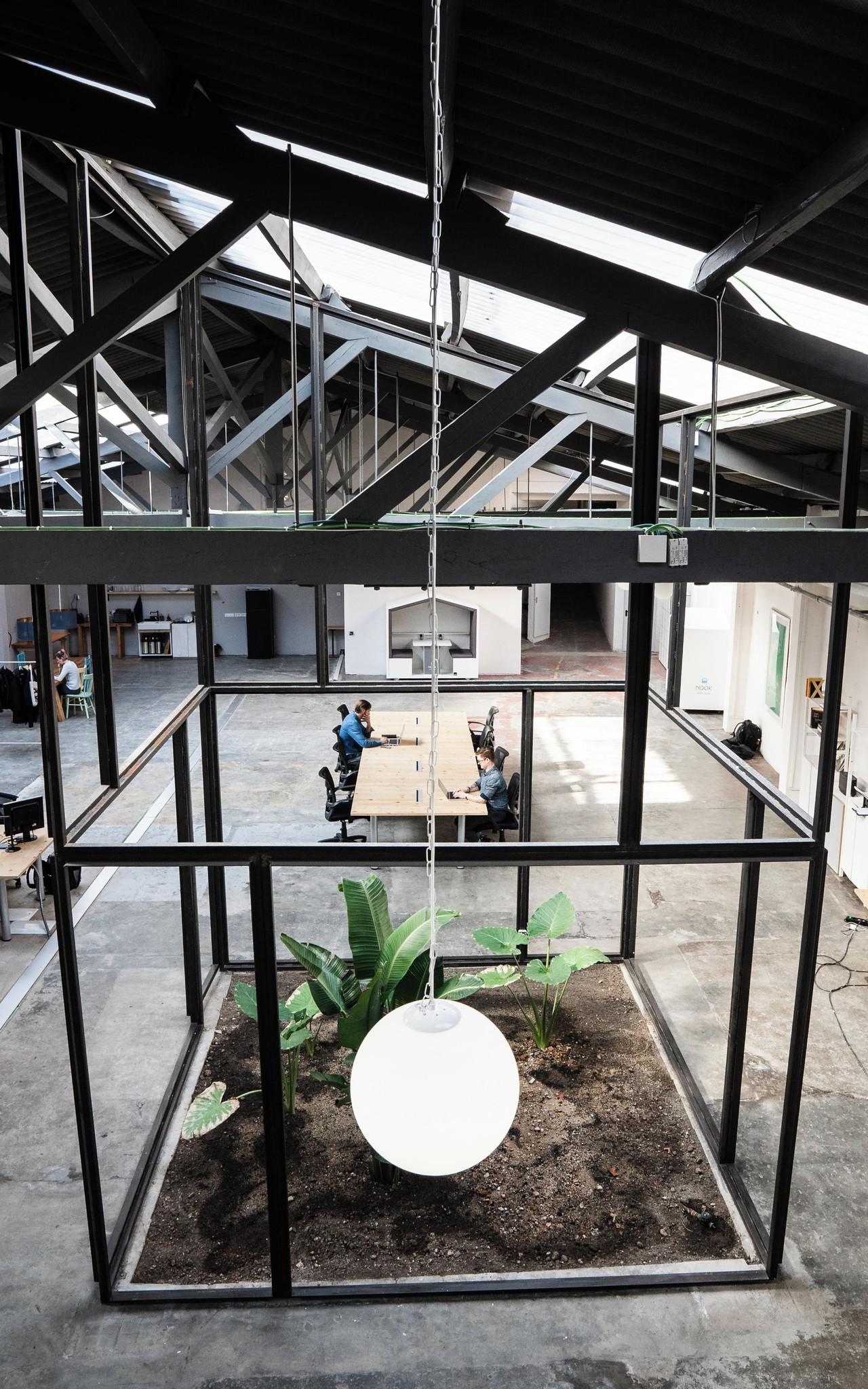 Barcelone  Lieu industriel Modern industrial warehouse venue image 0