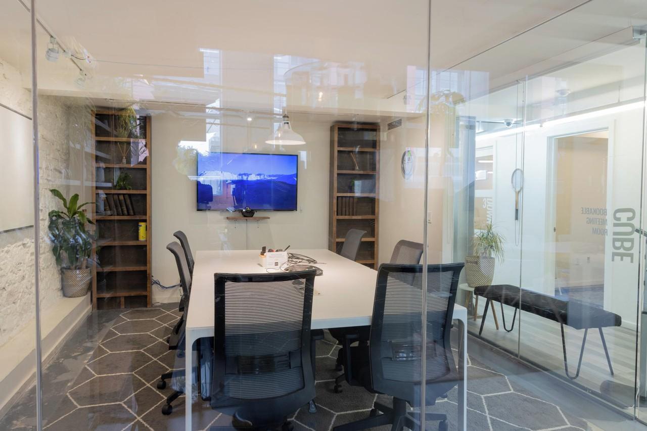 Toronto workshop spaces Meeting room Cube image 1