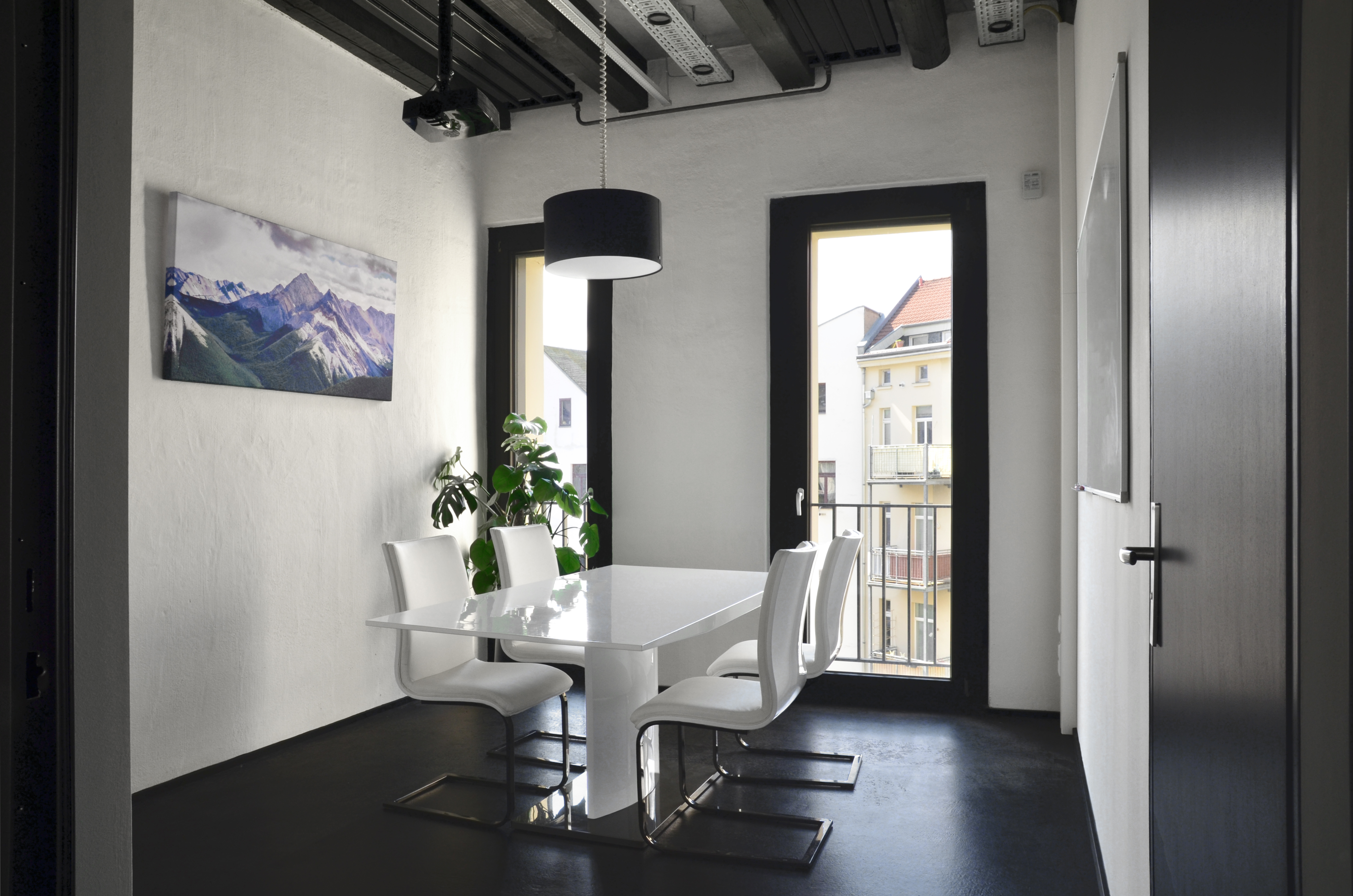 basislager coworking schneekoppe mieten in leipzig. Black Bedroom Furniture Sets. Home Design Ideas