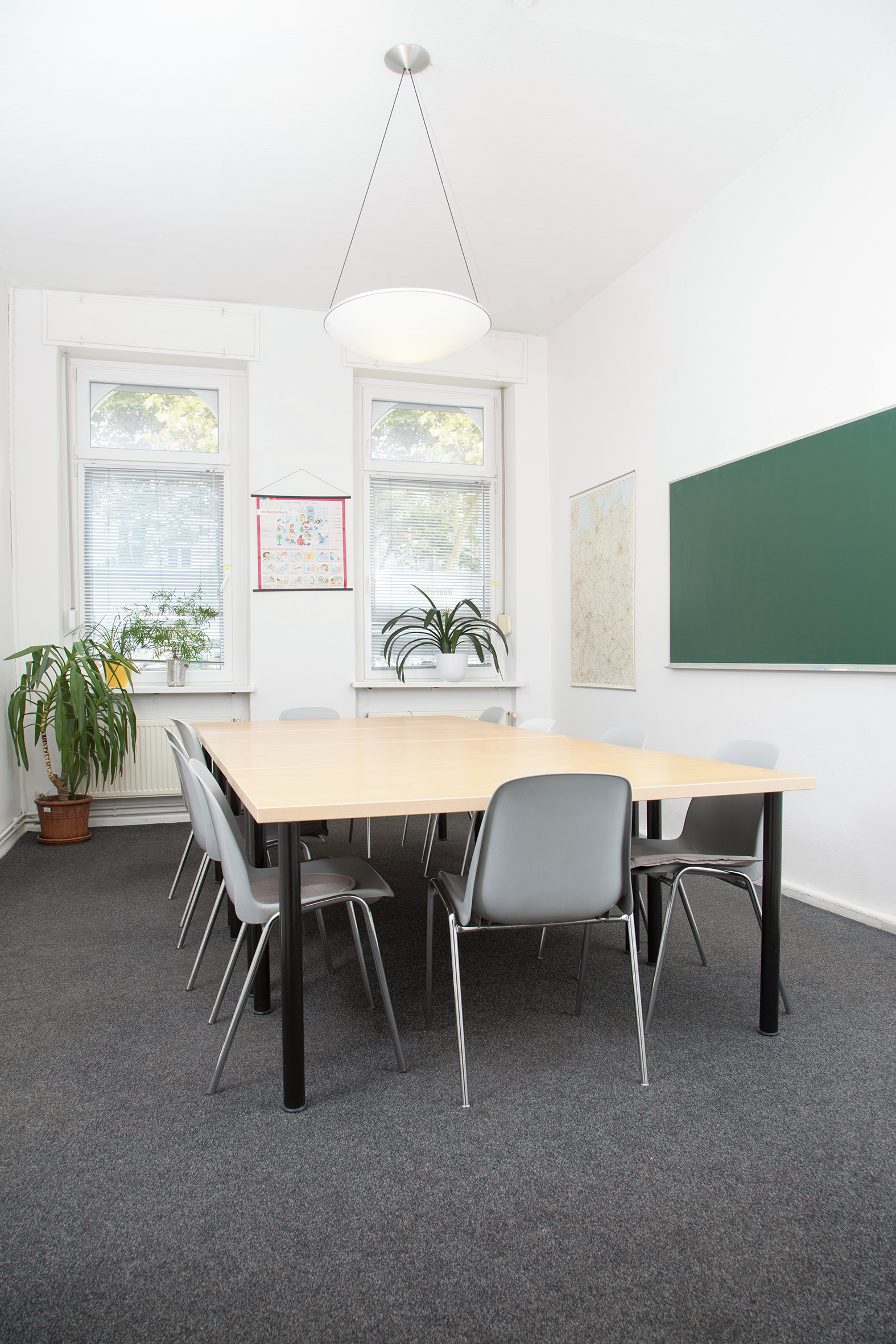 logo sprachenschule raum 1 mieten in berlin. Black Bedroom Furniture Sets. Home Design Ideas